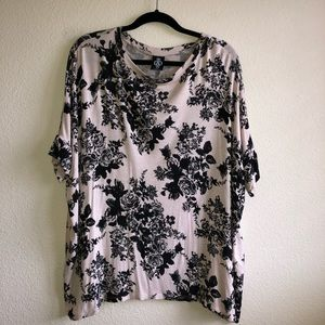 GUC Agnes and Dora Black Roses Boxy Tee